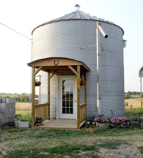 How to build a grain bin house sani tred for Cost to build a house in iowa